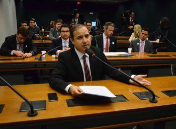 Valadares Filho quer mais investimentos para aviação regional no Nordeste