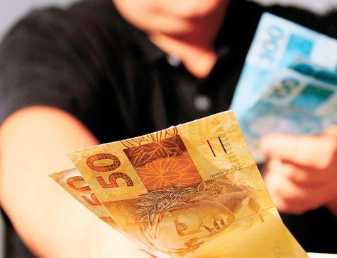 Eunício afirma que salário mínimo terá pelo menos a correção da inflação