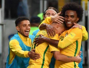 Brasil bate Equador e garante 1º lugar das Eliminatórias