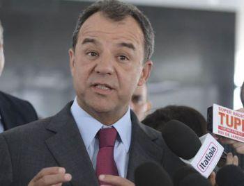 Imóveis de Cabral e ex-assessores viram 'estrelas' em anúncio de jornal