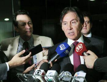 Eunício diz que Senado pode rever decisão se STF mantiver Aécio afastado