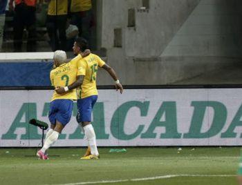 Brasil goleia, elimina Chile e Argentina se classifica