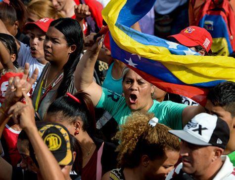 Venezuelanos votam em eleições regionais após meses de confrontos