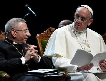Papa admite cochilar enquanto reza