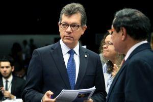 Quem é honesto não precisa de foro privilegiado, diz Oliveira