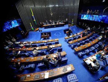 Senado pode votar nesta terça voto distrital misto e mais recursos para a saúde