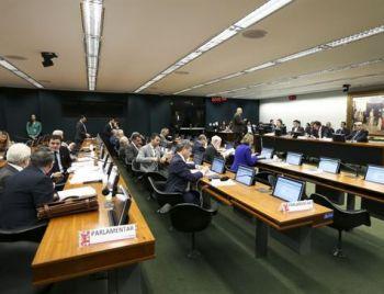 CCJ da Câmara aprova fim do foro privilegiado para a maioria dos políticos