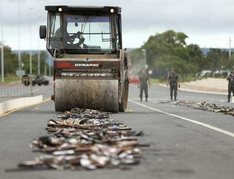Exército e CNJ destroem cerca de 4 mil armas em Brasília