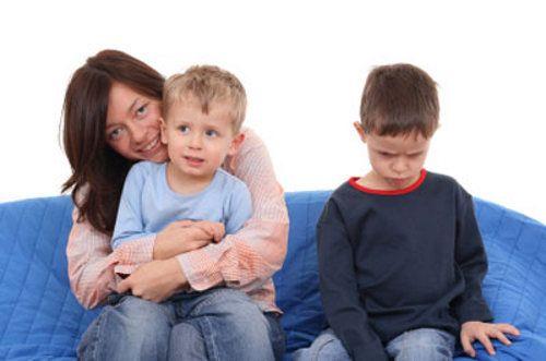 Como ajudar as crianças a lidar com a chegada de um irmão?