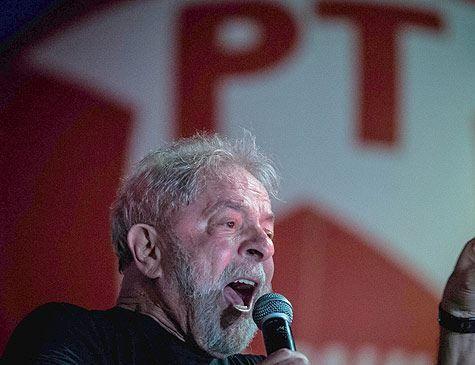 Condenado, Lula se compara a Tiradentes e Mandela e faz ironia