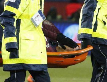 PSG vence Marselha, mas Neymar sai de campo de maca