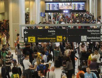 Bando que invadiu aeroporto de Campinas leva US$ 5 milhões em espécie
