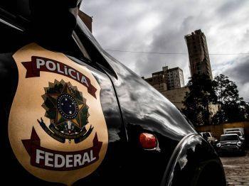 Policiais federais cumprem 45 mandados de prisão contra doleiros