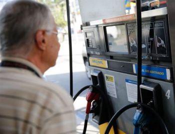 Petrobras aceita discutir revisão do reajuste diário da gasolina