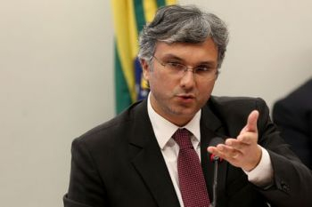Reviravolta: ministro diz que projeção de salário mínimo em R$ 1.002 está mantida