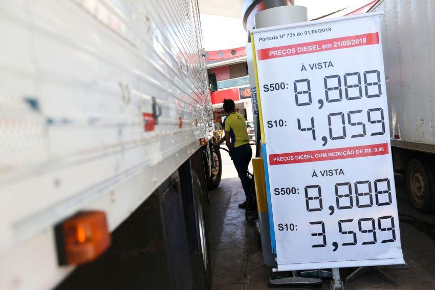 Preço do diesel diminui, mas ainda não chega às bombas R$ 0,46 menor