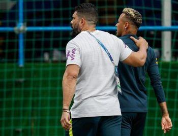 Neymar sente dores e abandona treinamento da Seleção