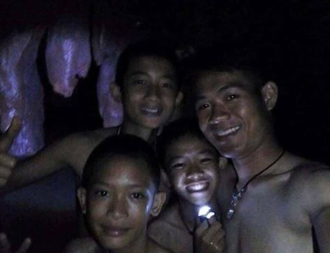 Todos os 12 meninos e técnico foram resgatados da caverna na Tailândia