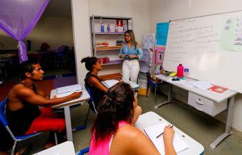 Pessoas em situação de rua são alfabetizadas através de projeto da Assistência Social