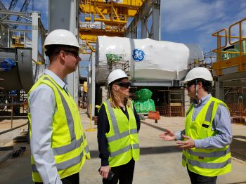 Presidente da GE do Brasil vistoria obra da termoelétrica