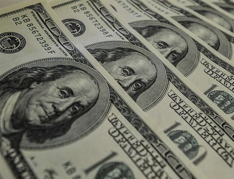 Dólar fecha abaixo de R$ 4,10 com exterior e após pesquisa Datafolha