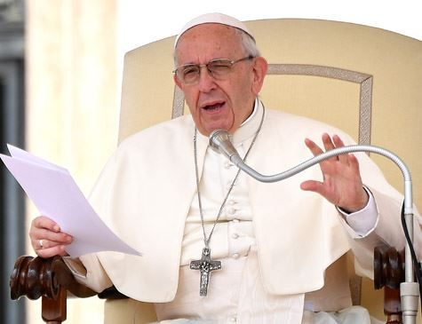 Papa compara aborto ao uso de matador de aluguel