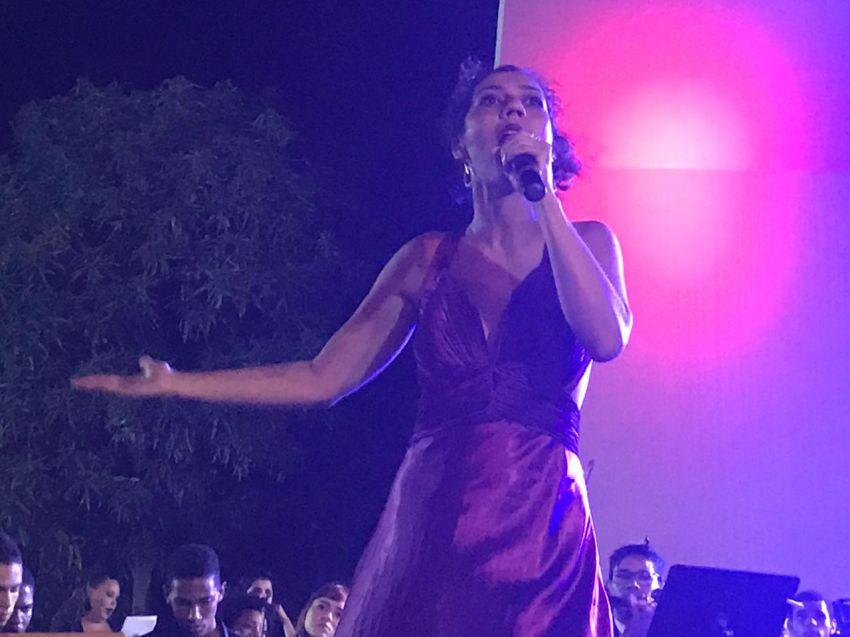 Amora Valente participa da final do Festival da Canção Francesa