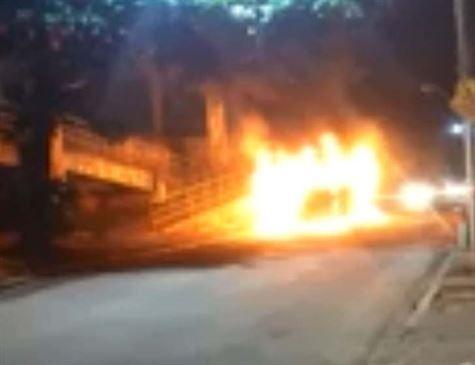 Incêndios criminosos em ônibus no Rio ferem pelo menos 15 pessoas