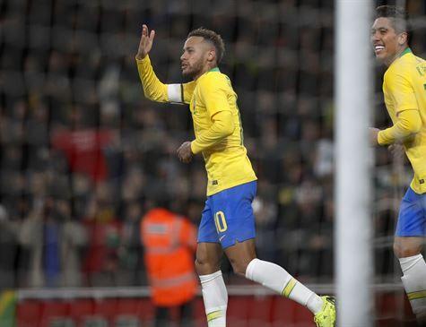 Brasil vence Uruguai em amistoso com gol de Neymar