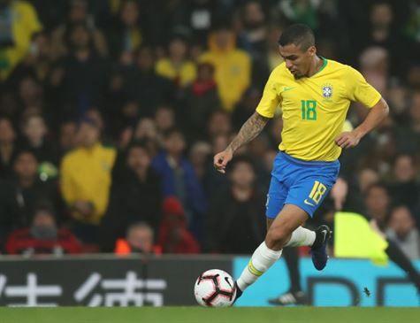 Seleção treina com reservas e sem Neymar em campo