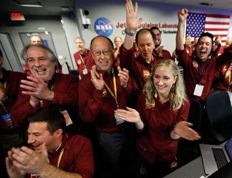 Sonda da Nasa pousa com sucesso em Marte