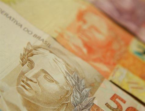 Fazenda sugere fim do abono salarial e revisão do reajuste do mínimo