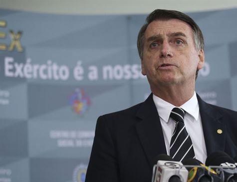 Bolsonaro passa mal, recebe atendimento e confirma agenda deste sábado