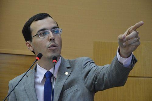 Governo quer novamente dar aumento de impostos como presente de fim de ano, alerta deputado