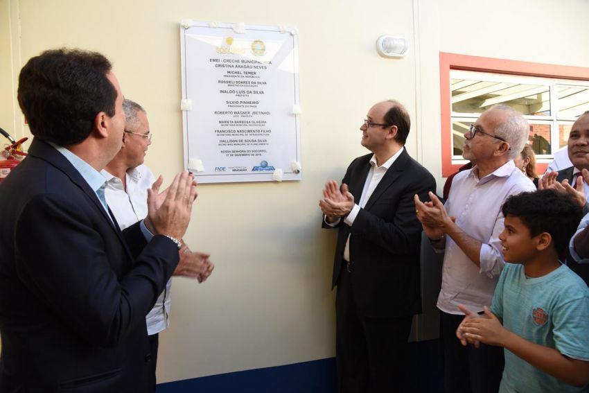 Edvaldo e ministro assinam termo de compromisso para construção de novas escolas de ensino infantil em Aracaju