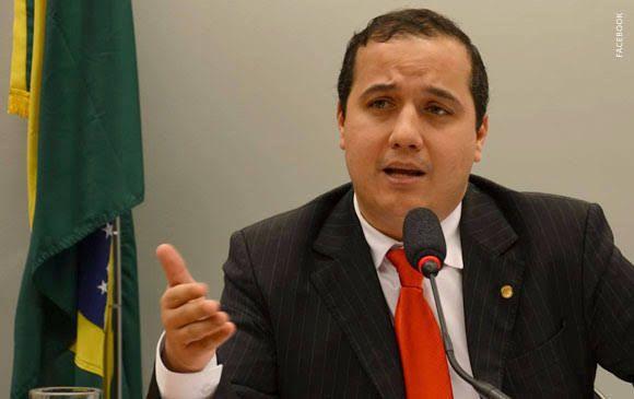 O atual governo não tem políticas para geração de empregos, critica Valadares Filho