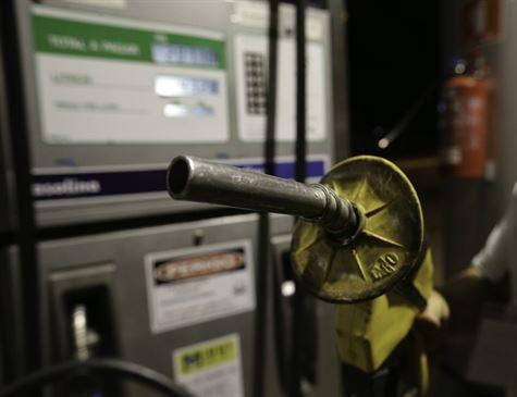 Gasolina vendida nas refinarias estava mais barata nesta quinta