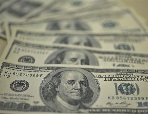 Dólar cai 1% e fecha perto de R$ 3,70; Bolsa bate novo recorde