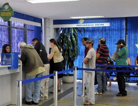 Teto do INSS deve subir para R$ 5.839,45