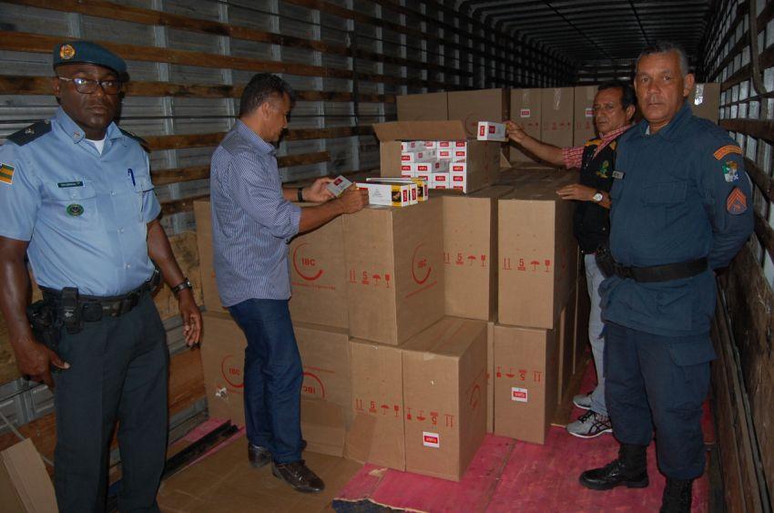 Equipes de auditores fiscais da Sefaz realizam flagrante de transporte 820 caixas de cigarros sem nota fiscal em Aracaju