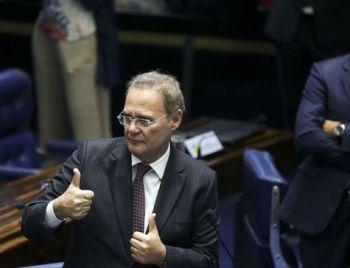 Flávio Bolsonaro acena a Renan e tentar desvincular seu caso ao governo do pai