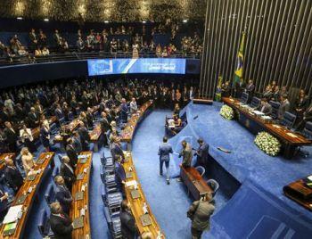 Em manobra de última hora,senadoresdecidiram que a eleição para o comando da Casa será feita emvotação aberta