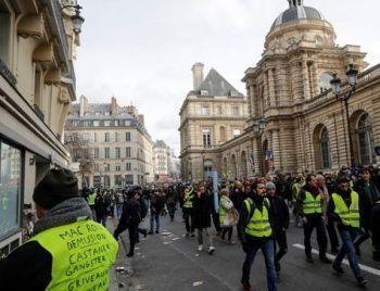 Coletes amarelos voltam às ruas na França