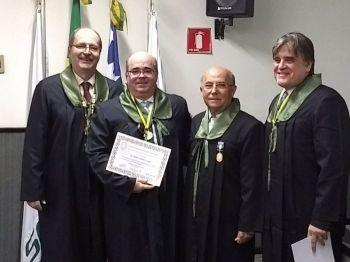 MÉDICOS DO HOSPITAL DE CIRURGIA SÃO EMPOSSADOS NO COLÉGIO BRASILEIRO DE CIRURGIÕES