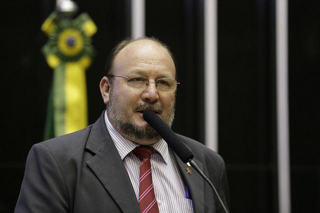 João Daniel repudia medida do governo federal em acabar tarifação nas importações do leite