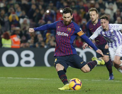 Messi perde pênalti, mas garante vitória do Barcelona