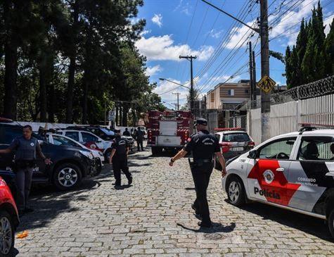 Adolescentes usaram revólver e arma medieval durante ataque em Suzano