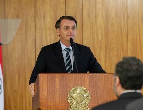 Na internet, Bolsonaro diz não entender criminosos em escola de Suzano