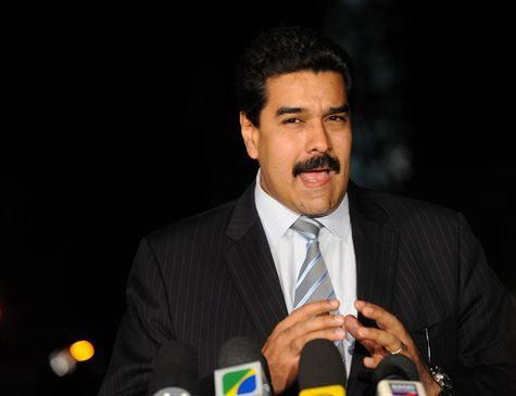 Maduro pede renúncia de ministros após apagão