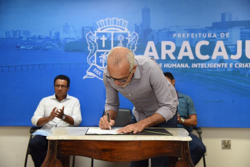 Edvaldo assina ordem de serviço para construção de três novos ecopontos